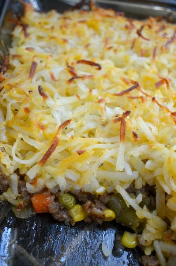 Hashbrown Hamburger Casserole with Veggies and Cheese #hamburgercassarole