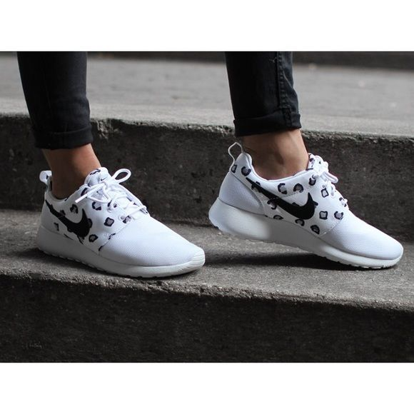 Nike White Leopard Print Roshe Run