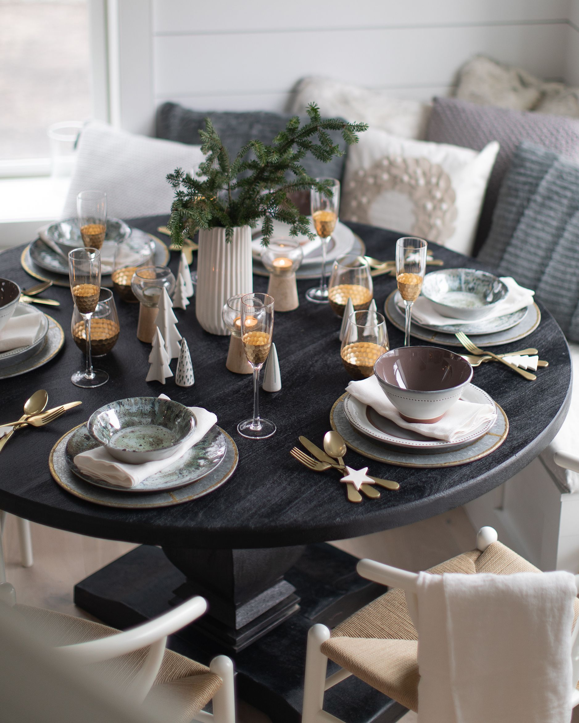 Beach House Dining Room Winter Makeover Reveal Home Decorators Round Dining Table Decor Black Round Dining Table Dining Table Black