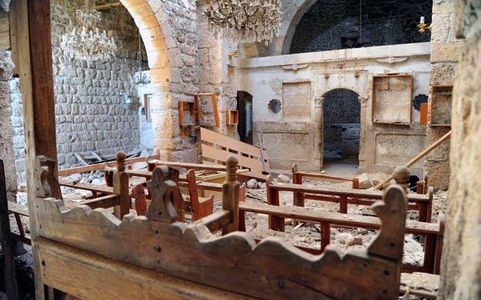 ΤΟ ΚΟΥΤΣΑΒΑΚΙ: «Υπό διωγμό» οι χριστιανοί στη Μέση Ανατολή Φωτογραφία των ημερών από το εσωτερικό κατεστραμμένης χριστιανικής εκκλησίας στη Μααλούλα της Συρίας. Τα πάθη των χριστιανών της Μέσης Ανατολής υπενθυμίζει το τελευταίο τεύχος του αμερικανικού περιοδικού ΤΙΜΕ με ευρεία αναφορά στα όσα υποφέρουν οι κόπτες από φανατικούς ισλαμιστές στην Αίγυπτο.