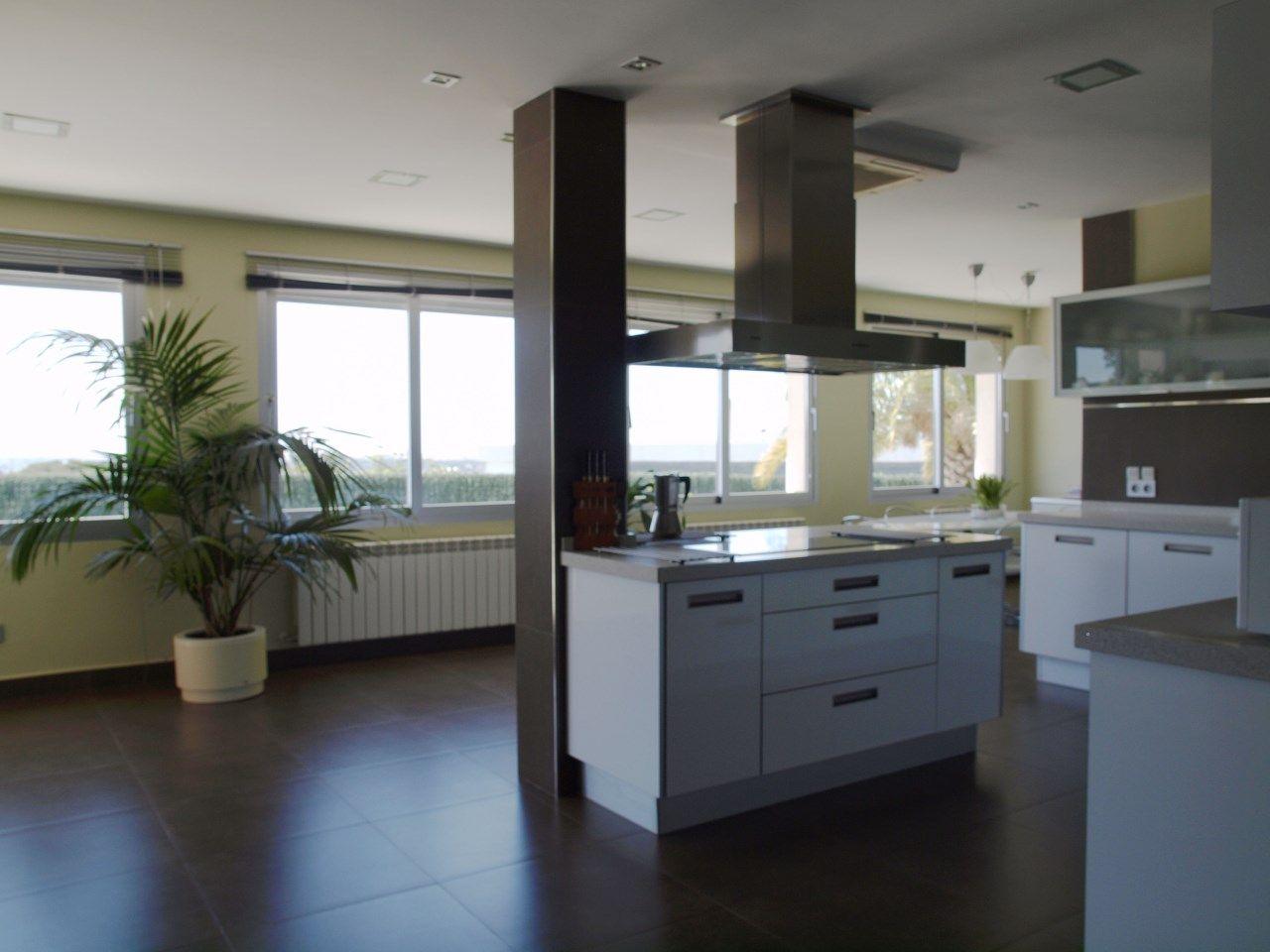 Cocina de diseño, acabados perfectos. Moderna, colores neutors y ...