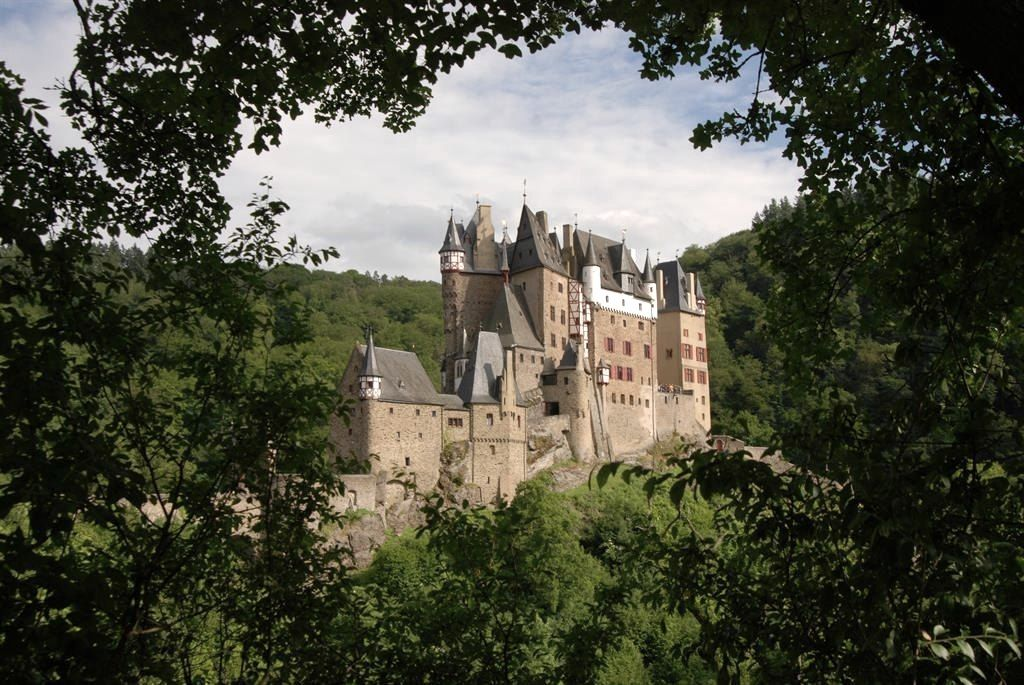 Ca 1170 Eltz Castle Wierschem Deutschland Germany In 2020 Burg Eltz Castle Germany Medieval Life