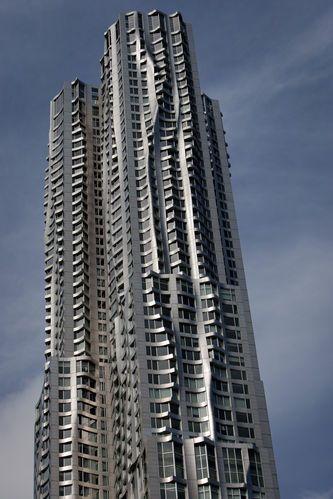 Manhattan Apartment Building Prices At Peak As Rents Jump Nyc Real Estate Manhattan Real Estate Real Estate Prices