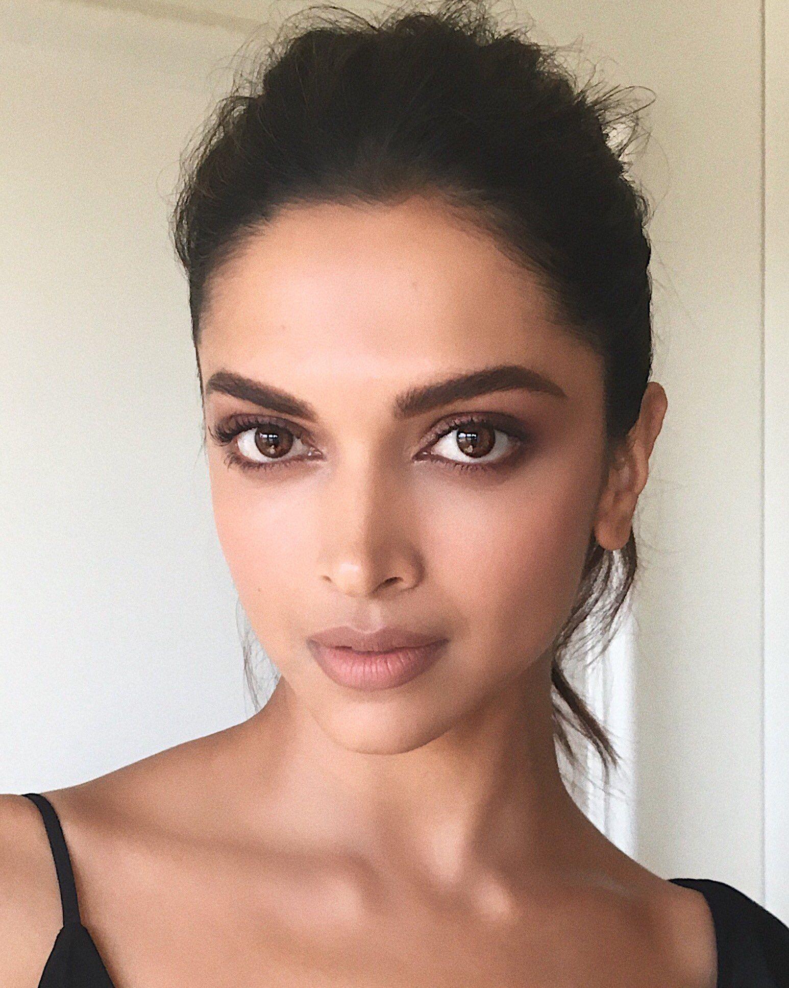 Deepika Padukone | Deepika padukone makeup, Indian makeup ...
