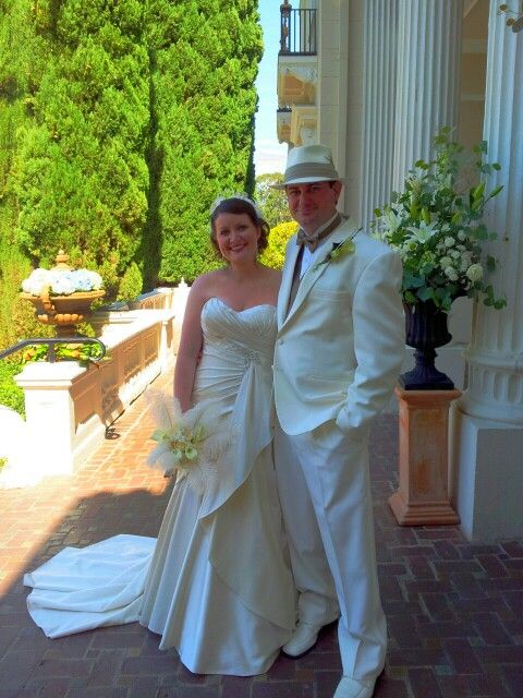 Julia and Dane with a Great Gatsby theme pulled off exquisitely by Debra of Tres Fabu at Grand Island Mansion.