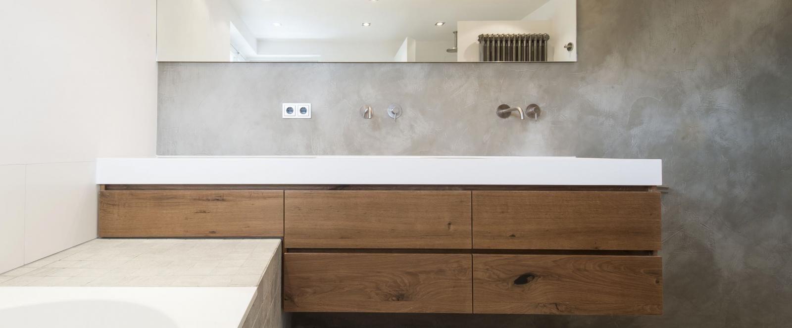 moderne eigentijdse badkamer met maatwerk badkamermeubel en micro