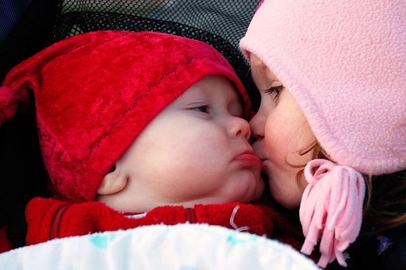 Melting Hearts And Blowing Kisses Cute Baby Wallpaper Baby Kiss