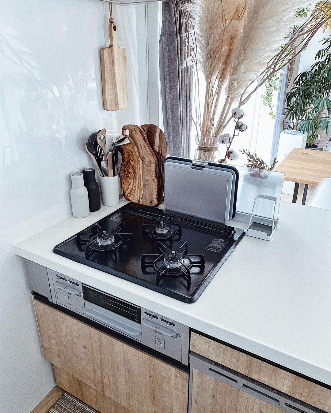 Jk Deℂoℝ On Instagram 調理器具収納について 我が家のコンロ下の調理器具収納は 基本的にリッチェルのトトノシリーズを使用 全体的にサイズ感が使いやすく 素材感もしなりのあるプラスチックで丈夫なので 気に入っていま 調理器具