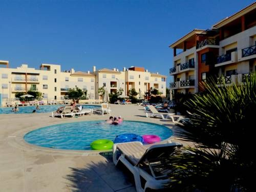 T2 Saturn Albufeira Located 900 metres from The Strip - Albufeira in Albufeira, this air-conditioned apartment features a balcony with garden views. The unit is 1.3 km from Oura Beach.