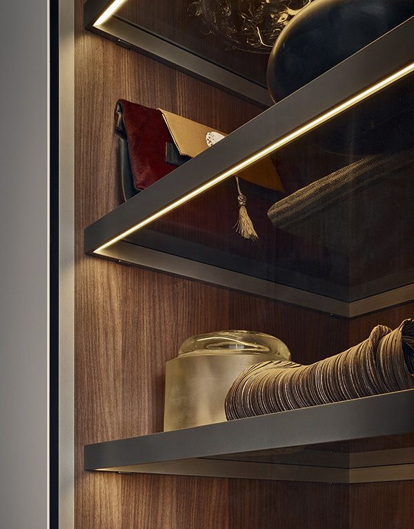 Uma tima de embutir em prateleiras na sua estrutura - Iluminacion interior armarios ...