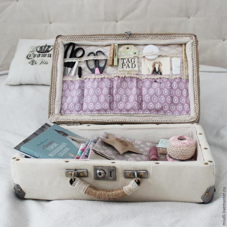 переделка старого чемодана в авторский аксессуар рукодельницы - Ярмарка  Мастеров - ручная работа, handmade d1993f0bea4