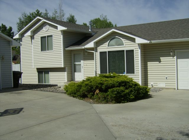 3 Bedroom 1.75 Bath Patio Home - Billings MT Rentals   SEND NOTICE Heights 3 bedroom 1 3/4 bath patio home with built in microwave dishwasher washer and dryer hookups. Double attached garage and fenced back yard. Small to medium dog ok with $35 additional rent and deposit (20pts (1 year lease (Will ...   Pets: Dogs Allowed   Rent: $1350.00   Call Professional Management Inc. at 406-259-7870