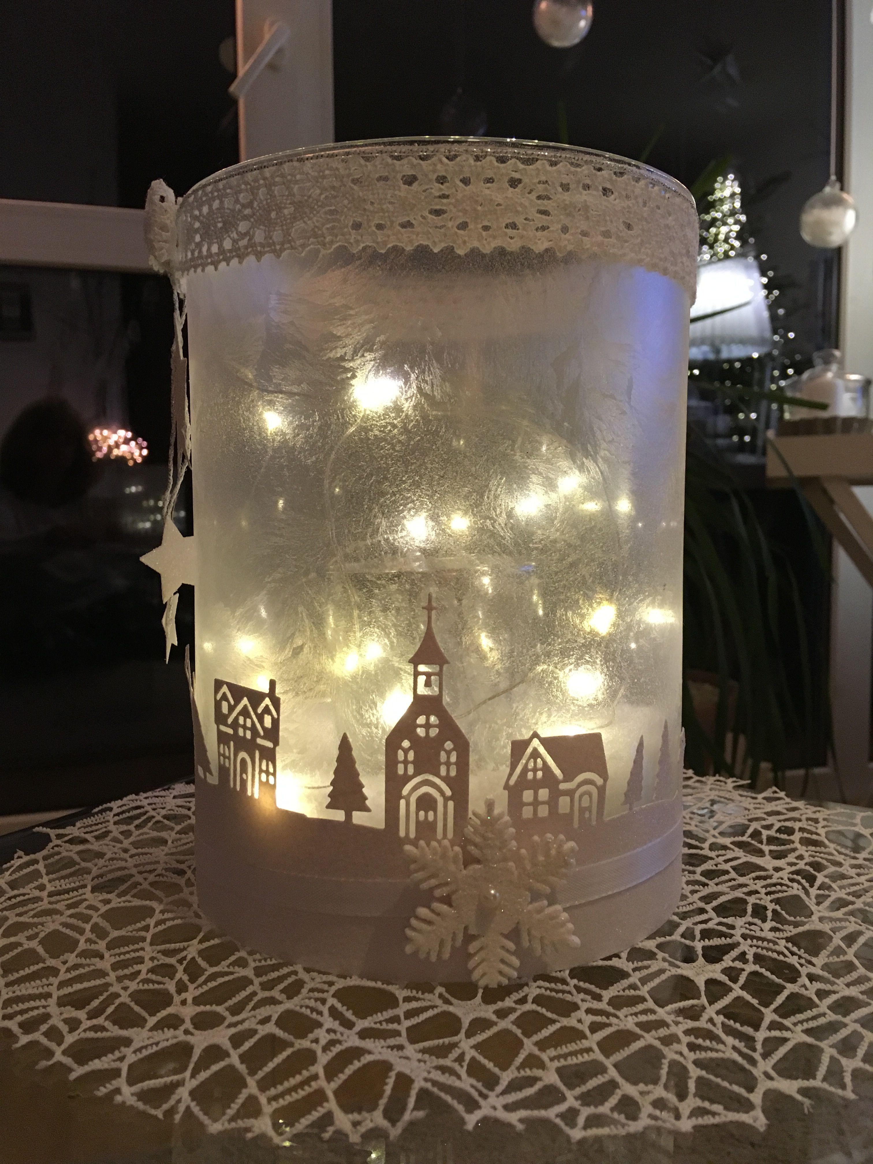 """Eispray, Lichterkette und meine Lieblingsstanze """"Winterstädtchen"""". So langsam wird die Weihnachtsdekoration ersetzt"""