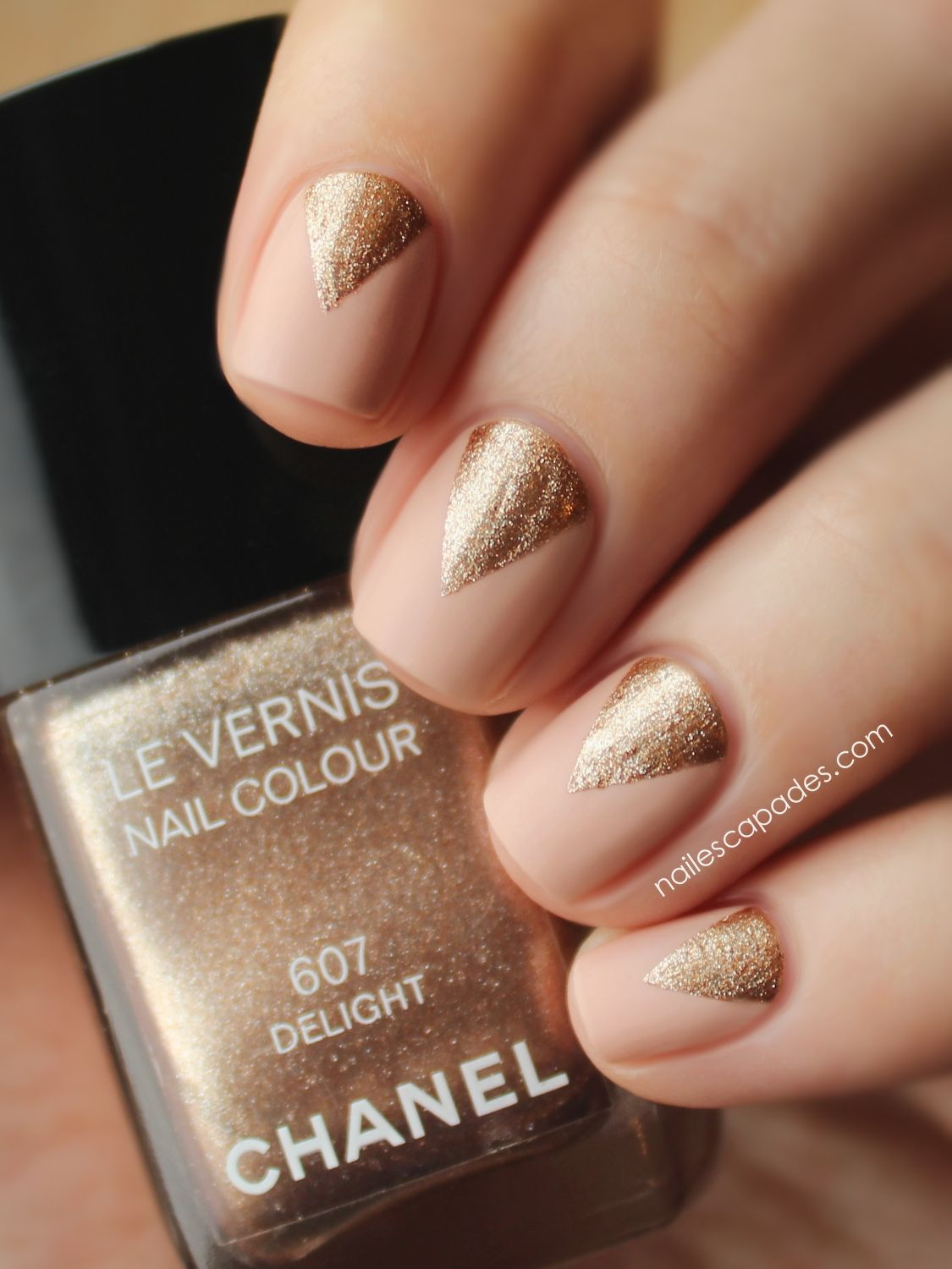 Nude with gold triangles - Nude With Gold Triangles Nails Pinterest Triangles, Nude And