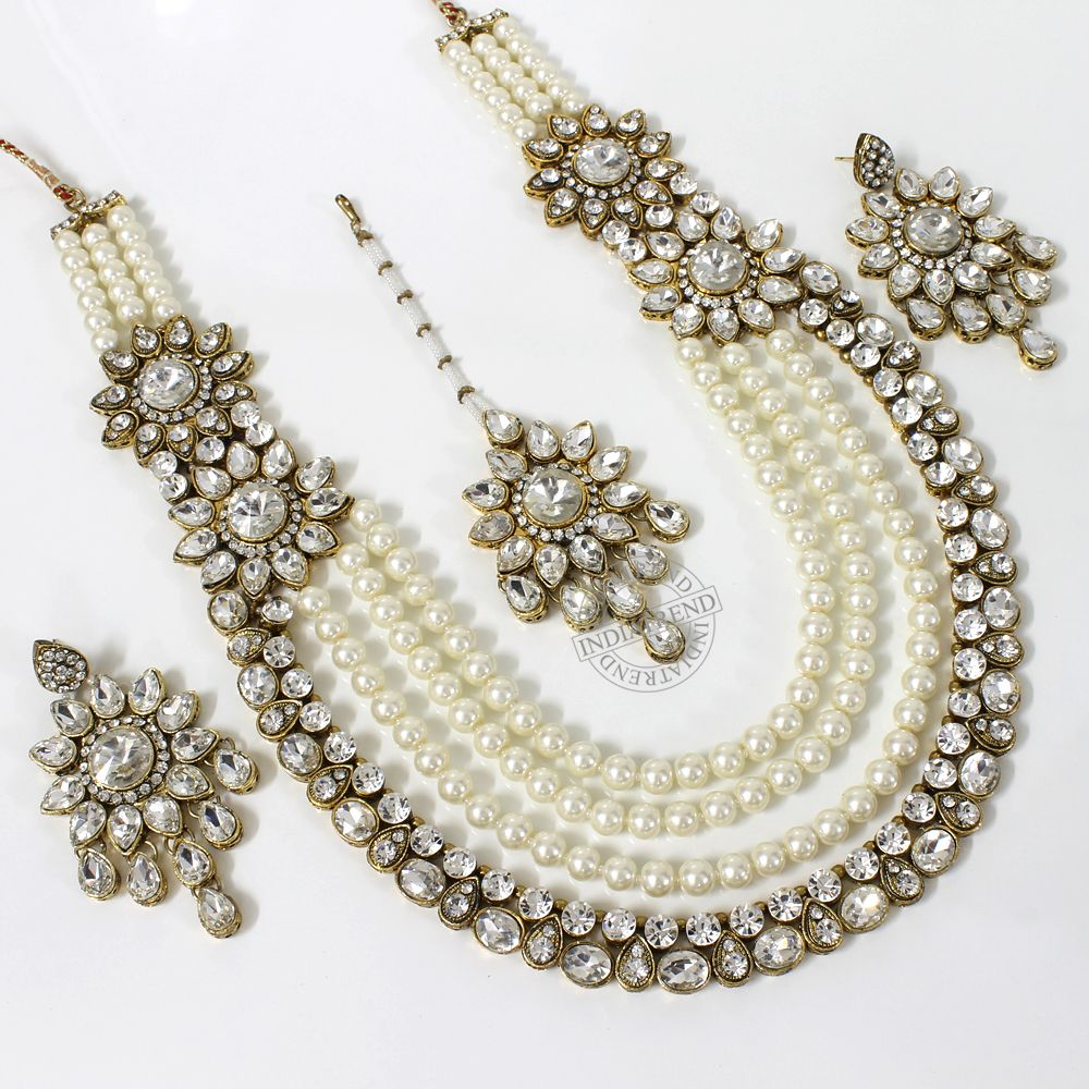 Our RUHEENA NECKLACE + EARRINGS + TIKKA   by Indiatrend. Shop Now at WWW.INDIATRENDSHOP.COM