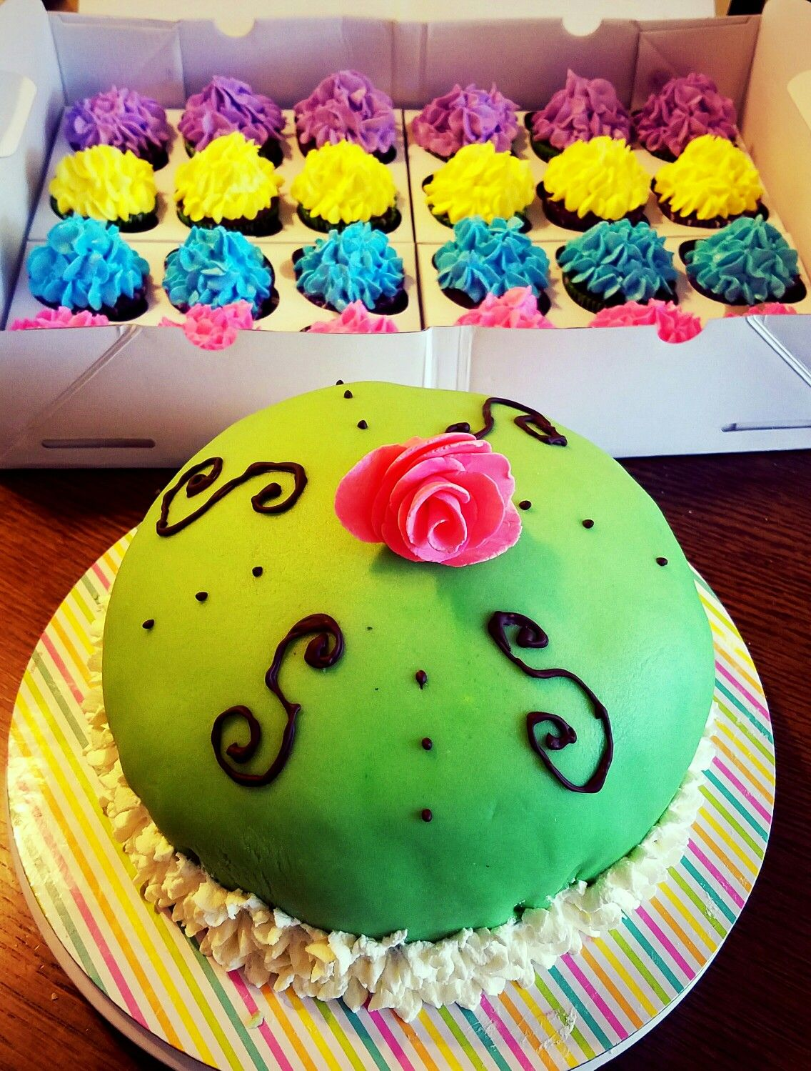 Cake and cupcakes♡