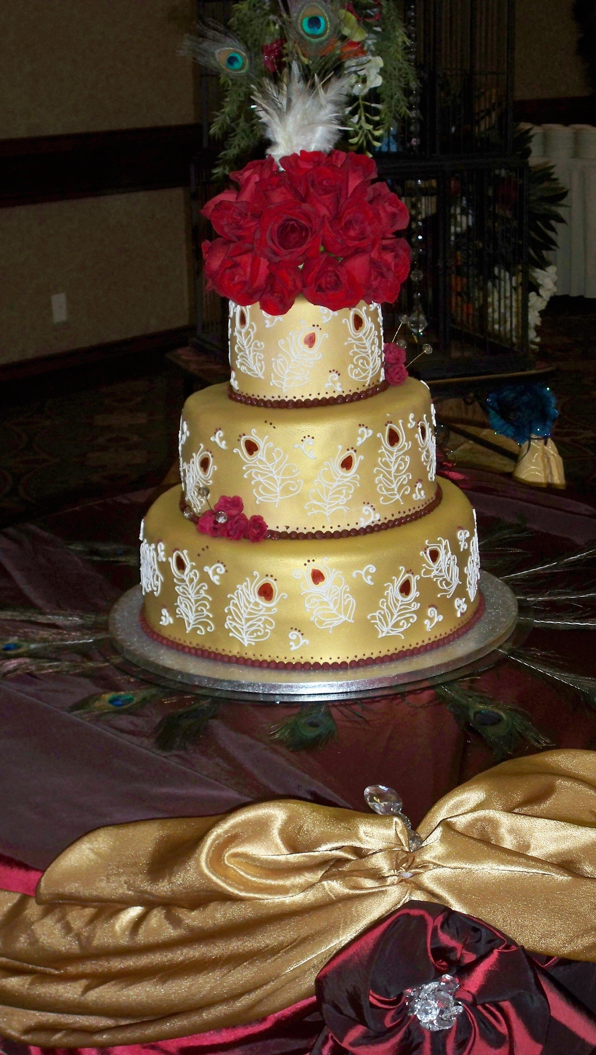 All white and gold wedding decor  peacock feather wedding cake I like that It is piped on feathers