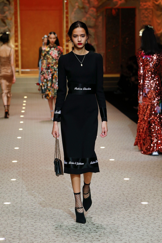 Video e foto dalla passerella del Fashion Show Dolce   Gabbana ... 4ac325a0c538