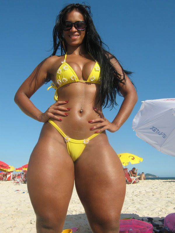 tjocka kvinnor i bikini