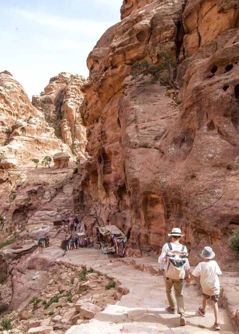 Jordanien Die Felsenstadt Petra Mit Kindern Erleben Rundreise Reiseziele Reisen