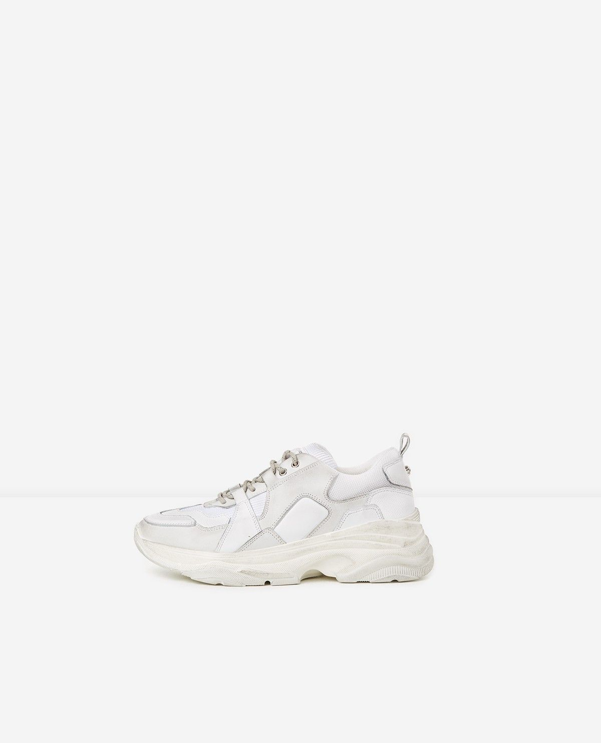 Baskets blanches large semelle | White trainers, Women shoes