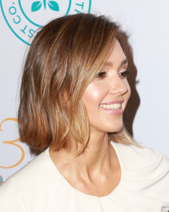 Jessica Alba Has Revealed A Childhood Secret Look Jessica Alba Short Hair Jessica Alba Hair Short Hair Styles