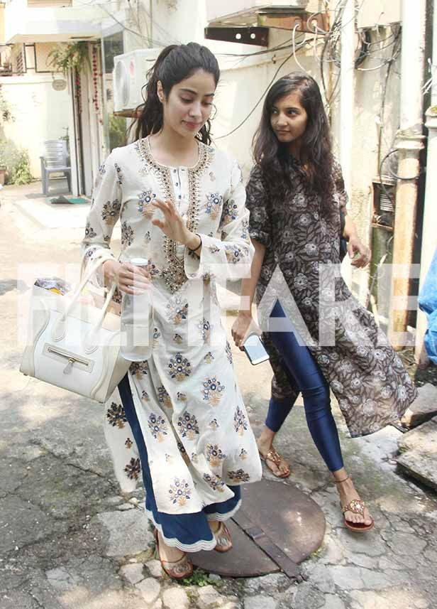 dcbcc581dc Pictures: Jhanvi Kapoor channels her desi vibe in her gorgeous traditional  look