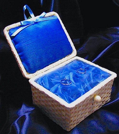 ateliersarah's ring pillow/青いバラをオーガンジーでおおったバンブーバスケットリングピロー