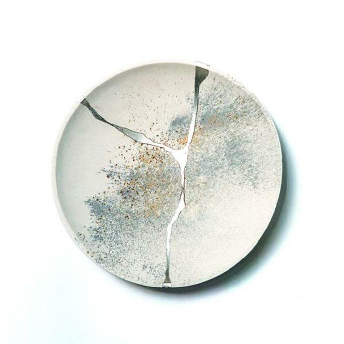 Kintsugi L Art Japonais De Réparer La Céramique Brisée Avec De L Or Kintsugi Kintsugi Art Ceramics