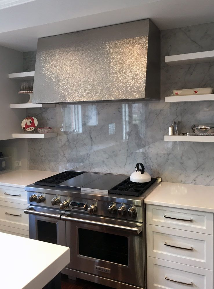 This Hammered Metal Range Hood With Floating Shelves On Either Side Add A Bit Of Glam To The Kitchen Metal Range Hood Kitchen Vent Hood Kitchen Range Hood