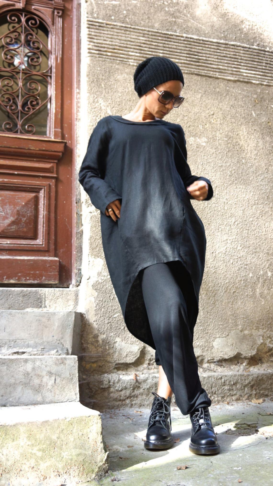 NEUE Kollektion schwarz Leinen Longshirt / Extravagant Shirt / asymmetrische Shirt mit seitlichen Taschen / Oversize Top von Aakasha A11159