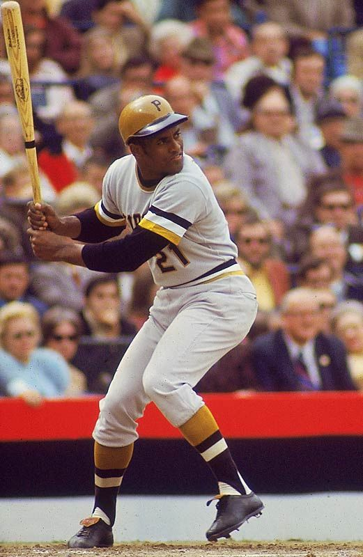 One Of The Best Players Ever 21 Roberto Clemente Killed In A Plane Crash On His Way To Donate Time And Money To H Roberto Clemente Baseball Baseball Players
