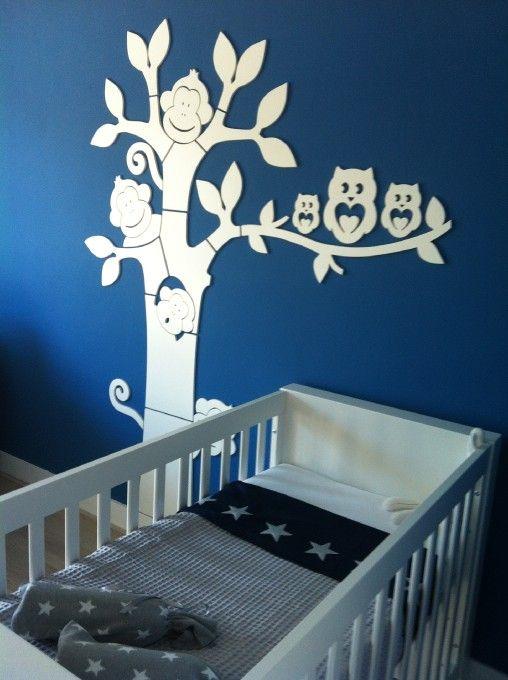 Blauw witte jongenskamer met mooie aapjesboom  Babykamer