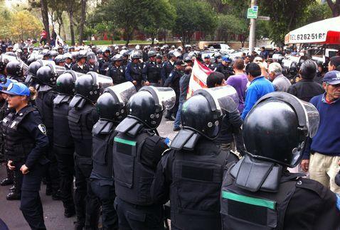 Reportan afectación vial en Reforma por manifestación - http://www.bloquepolitico.com/reportan-afectacion-vial-en-reforma-por-manifestacion/