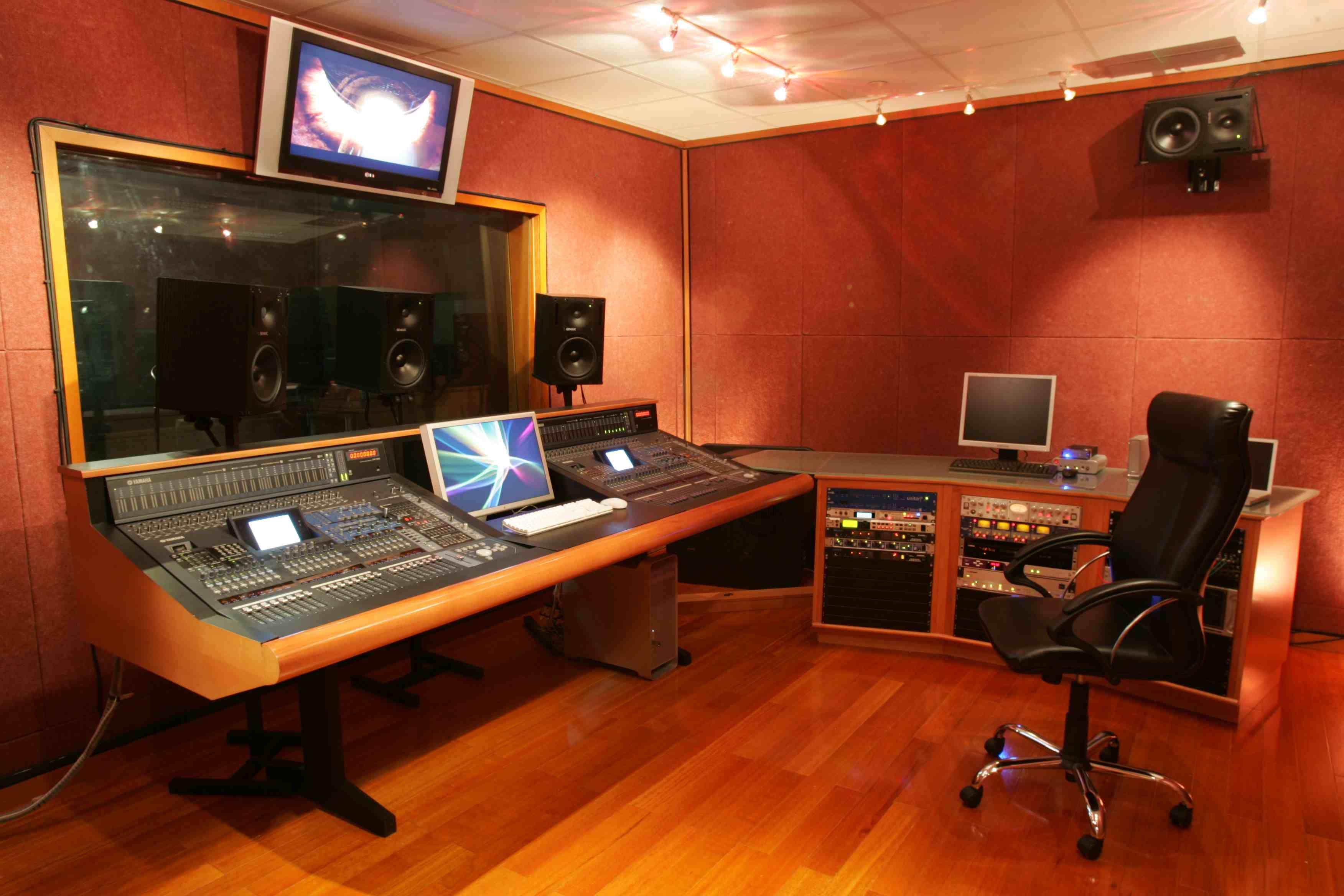 Resultado De Imagem Para Music Home Studio Control Room Design Recorder Desk
