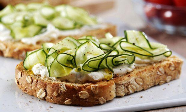 Receita de Tartine de pepino - Pão - Dificuldade: Fácil - Calorias: 182 por unidade