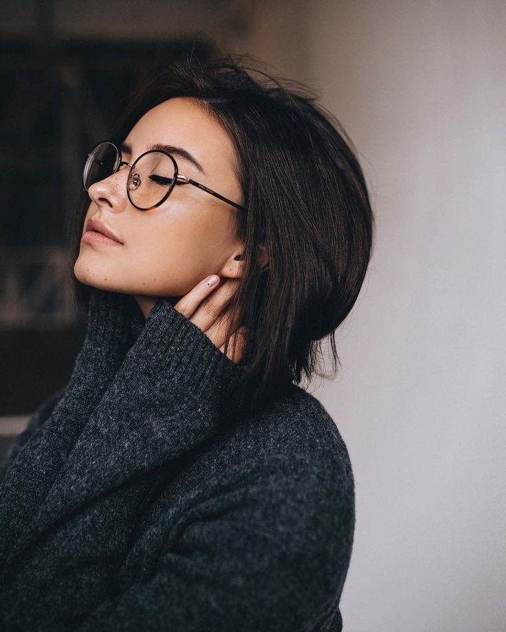 Photo of portrait   brunettes   glasses   sweaters   indoor shoot   model        Porträt…
