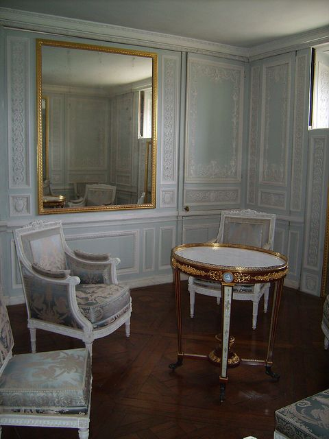 The Private Apartment of Queen Marie Antoinette CastlePalaces - barock mobel versailles sofa