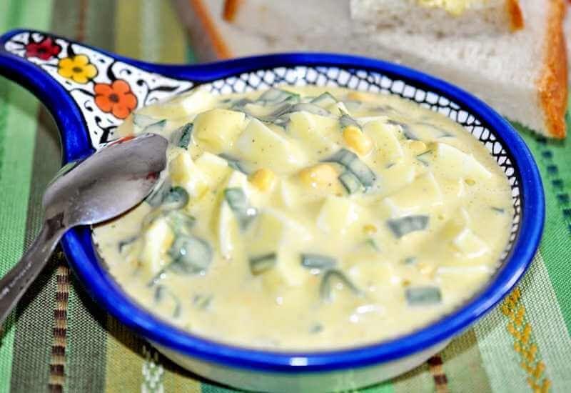 Salata od jaja i belog luka