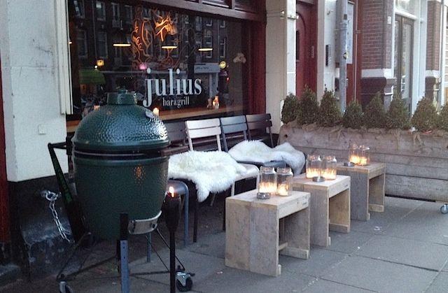 Julius bar & grill in Amsterdam
