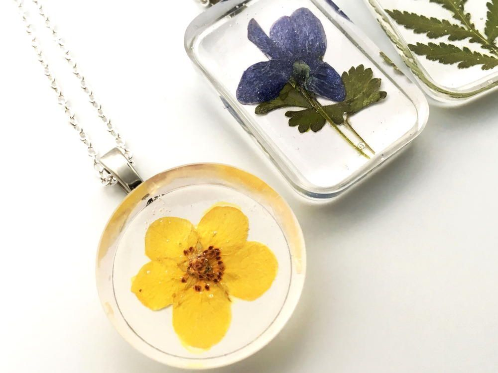 How to Make Real Flower Jewelry Flower resin jewelry