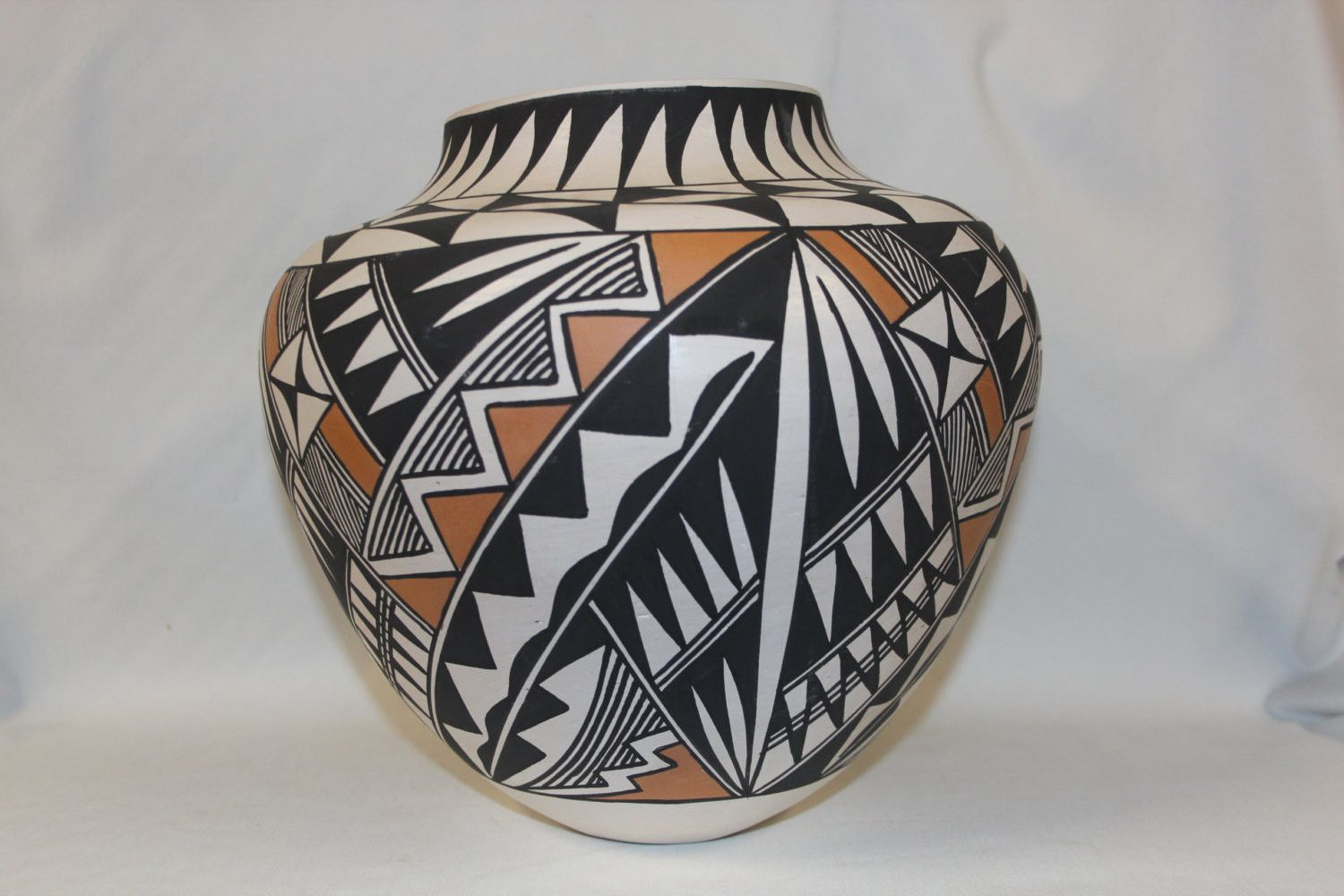 Native American Acoma Pottery Jar, signed B.D. Garcia #124