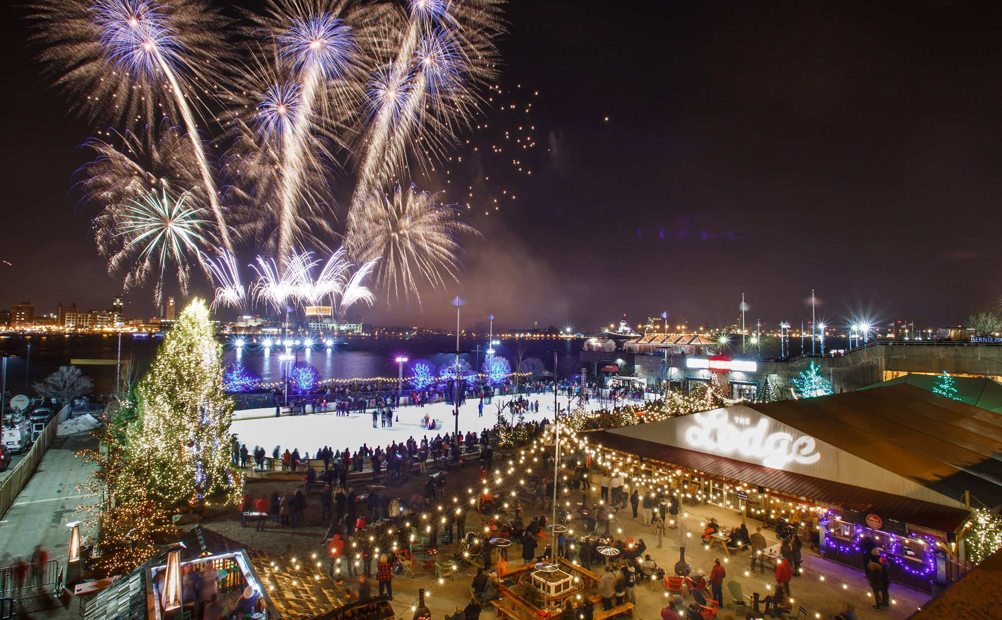 Check Out Our Favorite Places To Watch The Fireworks Top Celebrations For Revelers Of All Ages Special Winterfest New Years Eve Fireworks Visit Philadelphia