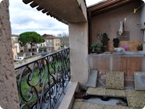 Dating back to 1604, the property was completely renovated by an architect in 1993, resulting in a lovely modern house just a few steps from the centre of the village.  http://www.dreamstones.co.uk/property/buy-renovate-in-France-renovated-historic-house.html?fp=1