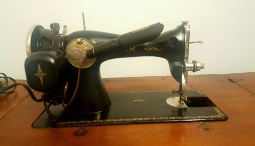 Antique Vintage Singer Model 15 Sewing Machine With Table Cabinet