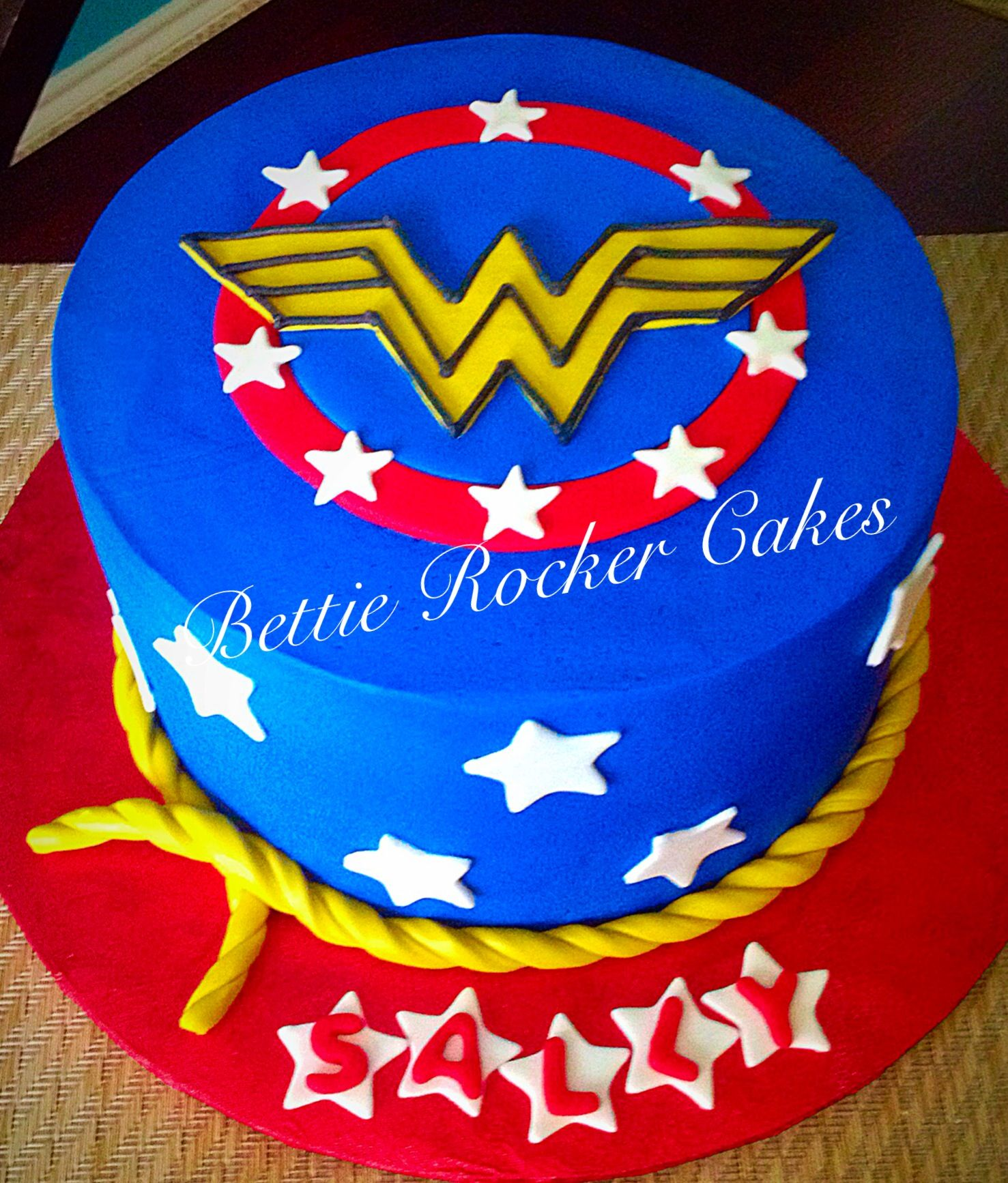 Swell Wonder Woman Birthday Cake Bettierockercakes Blogspot Com San Funny Birthday Cards Online Elaedamsfinfo