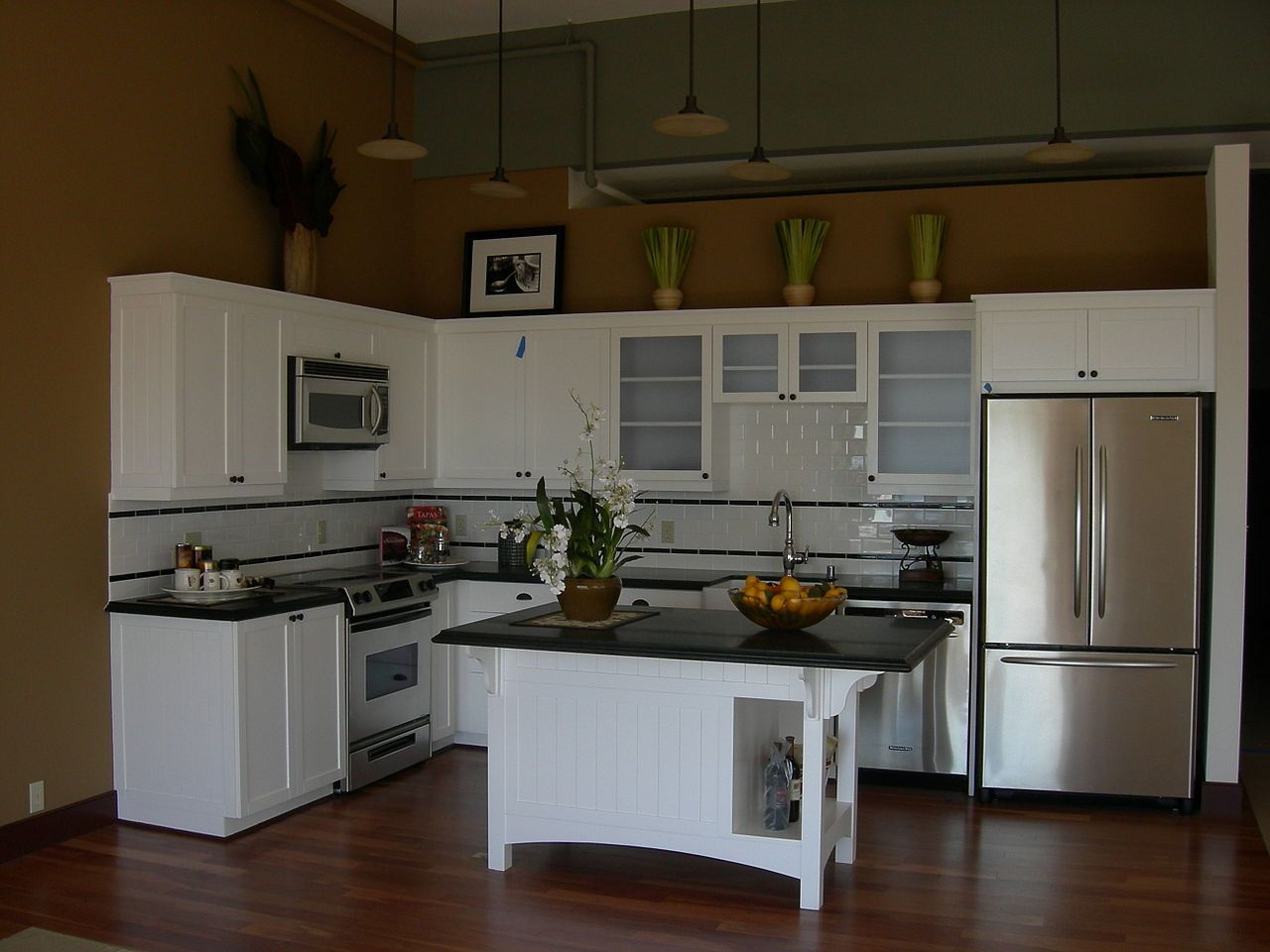 Kitchen, : Fantastic White L Shape Kitchen Design With Small ...