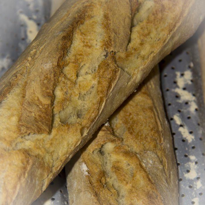 Barras de pan (amasadas en panificadora y cocidas en horno ...