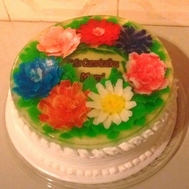 Sorprende a las personas más especiales de tu vida con este delicioso y bello ponqué gelatina combinando lo suave del ponqué con las exóticas flores en gelatina tridimensional! Cake!