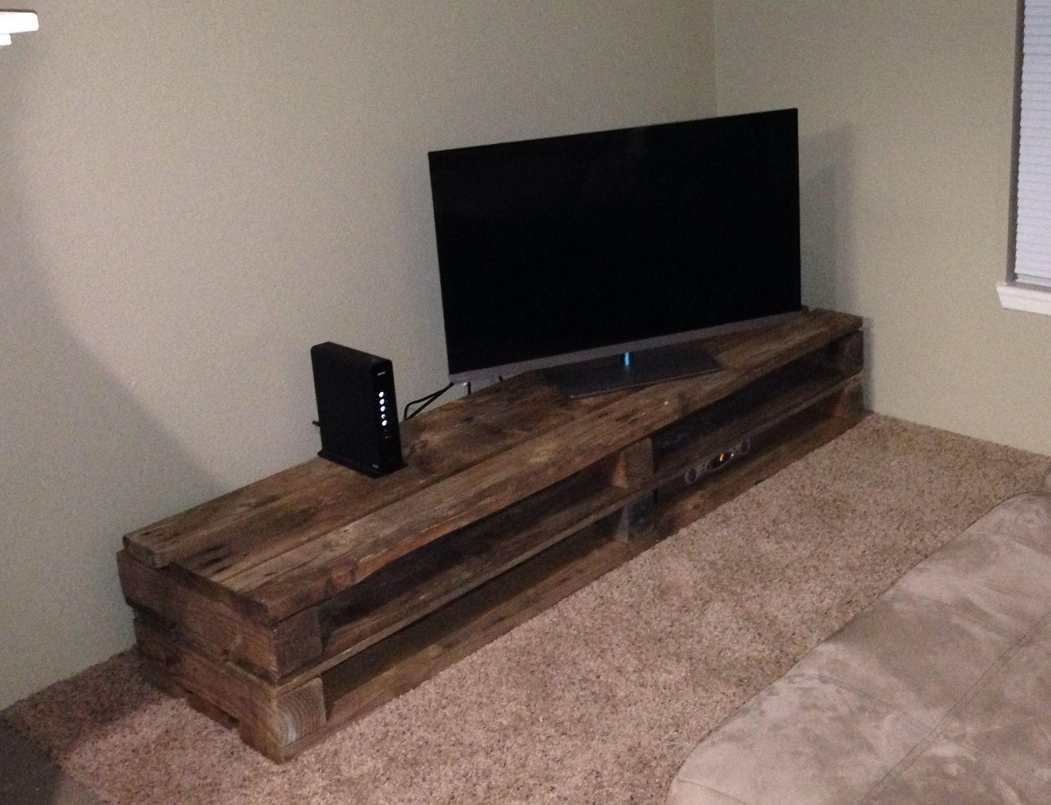 simple pallet tv stand diy our new home pinterest meubles meuble tv et tv. Black Bedroom Furniture Sets. Home Design Ideas